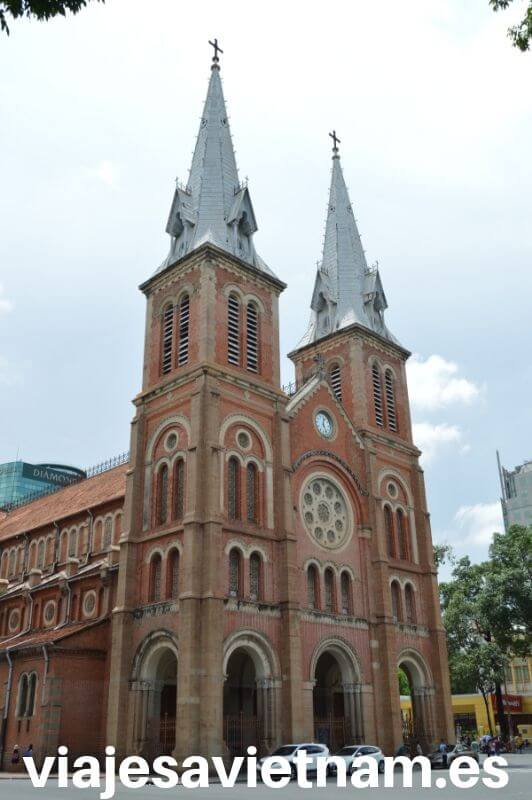 ho-chi-minh-city-catedral-notre-dame