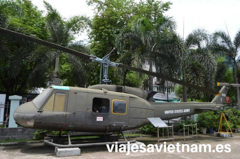 museo-vestigios-guerra-vietnam-helicoptero