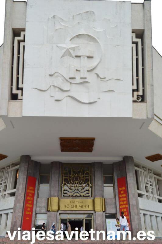puerta-de-entrada-mausoleo-ho-chi-minh