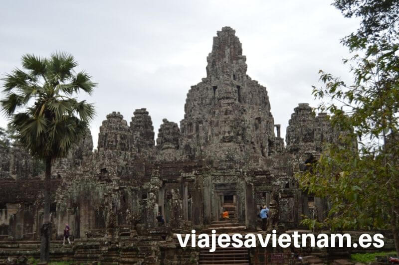 templo-angkor-wat-con-selva