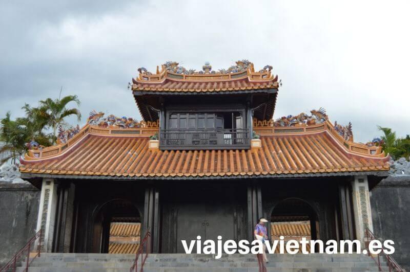 tumba-imperial-hue-entrada