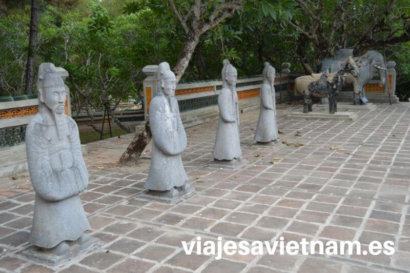 tumba-imperial-hue-estatuas-guardianes